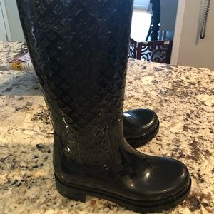 Louis Vuitton rain boots size 7. Worn twice.